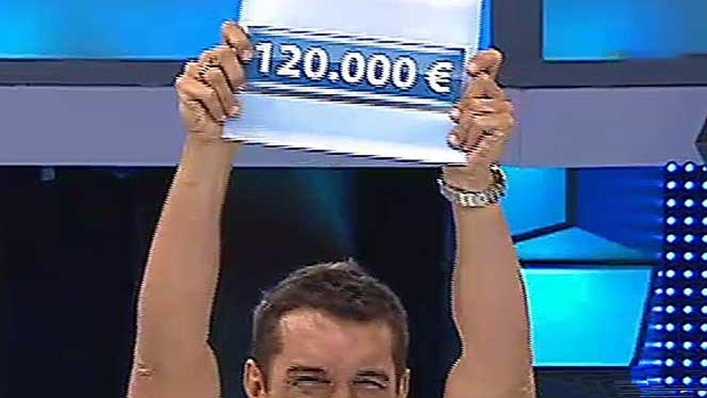 Jesús Vázquez con el cartel millonario