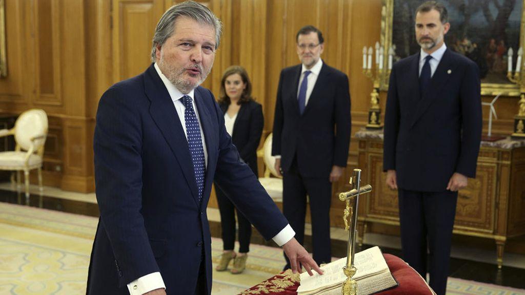 Méndez de Vigo, jura su cargo como nuevo ministro de Educación, Cultura y Deporte