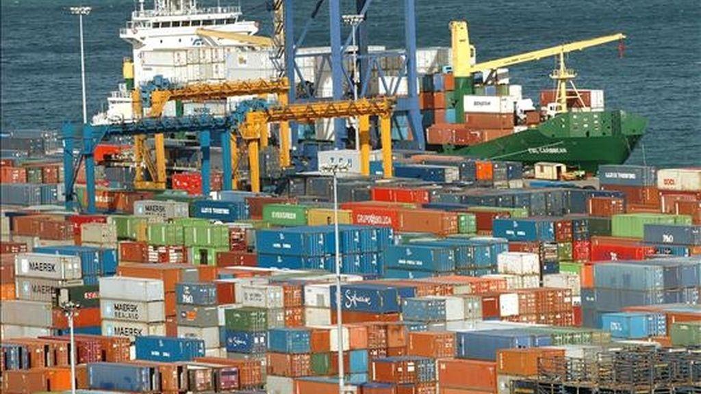 Vista parcial del muelle de carga de contenedores del Puerto de Bilbao en la localidad vizcaína de Santurtzi. EFE/Archivo