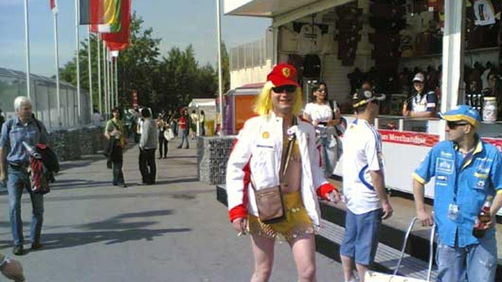 la chica de Ferrari