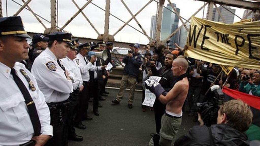 Cordón policial en el puente de Brooklyn