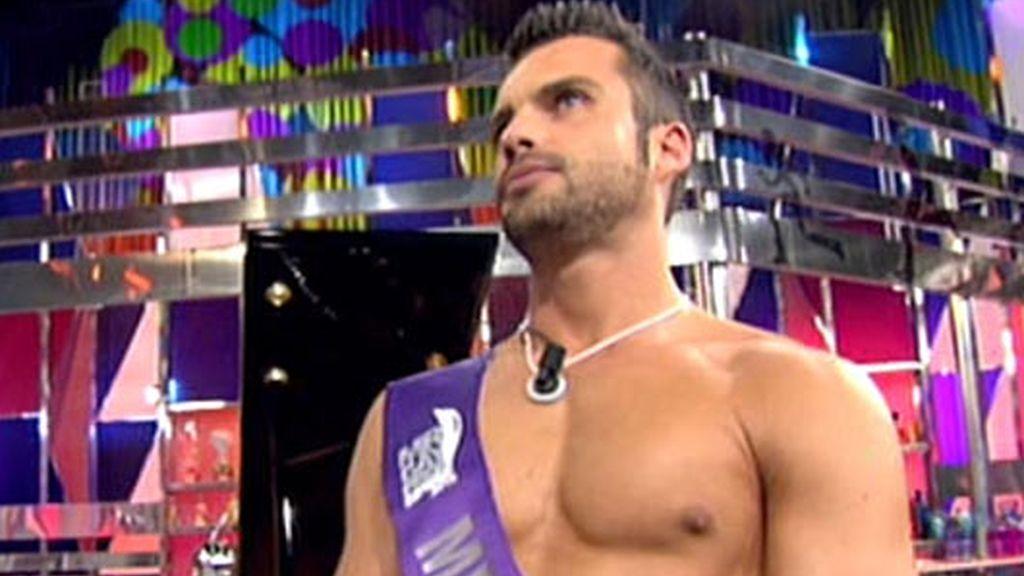 Mr Gay España 2010, Israel Acevedo, visita el 'Deluxe' con Rosa Benito