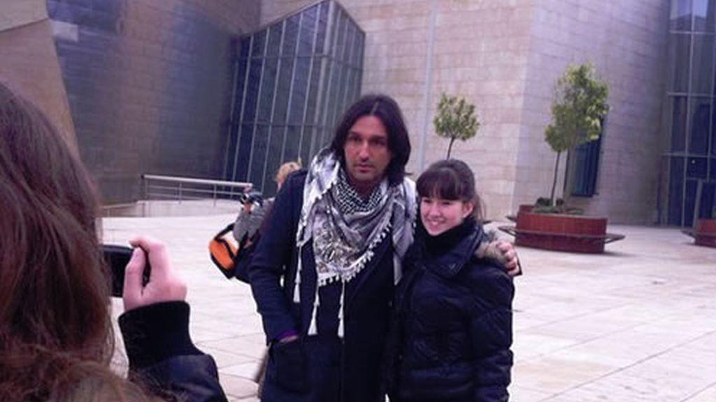 Rafa atento con los fans de Bilbao