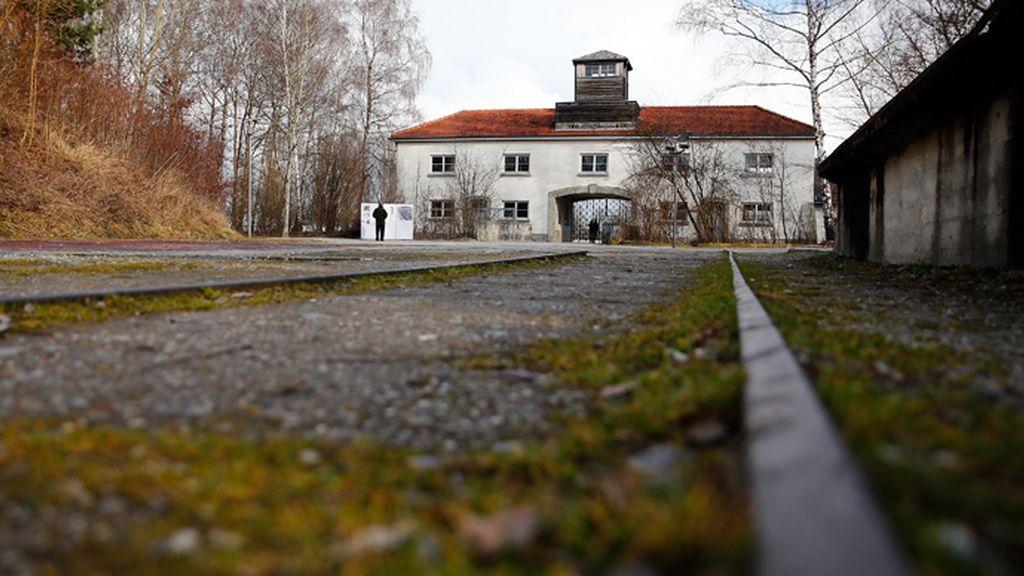 Entra al campo de concentración de Dachau, Alemania