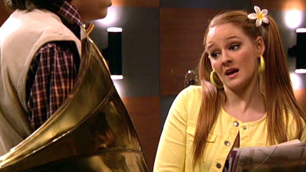 La nueva Lore, estudiante de música