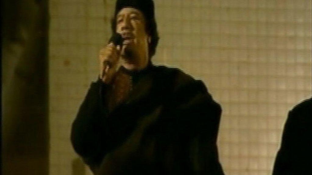 Gadafi desafía a occidente mientras los aliados buscan un jefe
