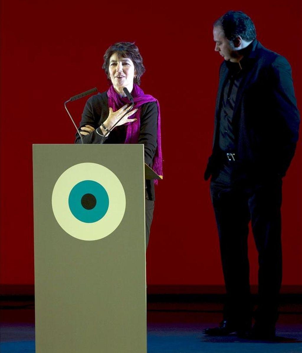 La directora británica Kim Longinotto pronuncia unas palabras durante la gala de inauguración del Festival Internacional de Cine de Gijón, en su edición del año pasado. EFE/Archivo