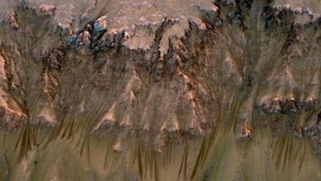 La NASA detecta agua líquida fluyendo por Marte