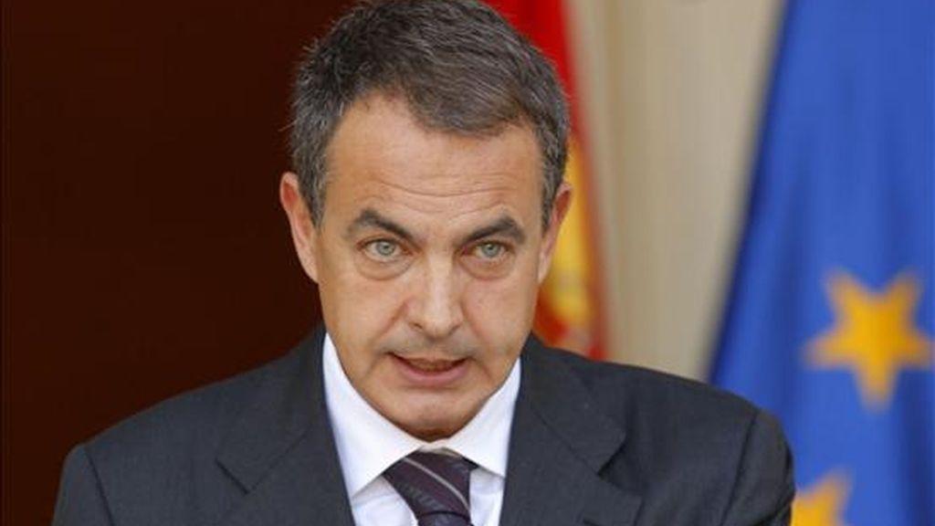 Hasta el momento no se ha dado a conocer el contenido de la agenda de ese encuentro que tendrá lugar antes de la cumbre UE-EE.UU. que se celebrará el 5 de abril en la capital checa. En la foto el jefe del Gobierno español, José Luis Rodríguez Zapatero. EFE/Archivo