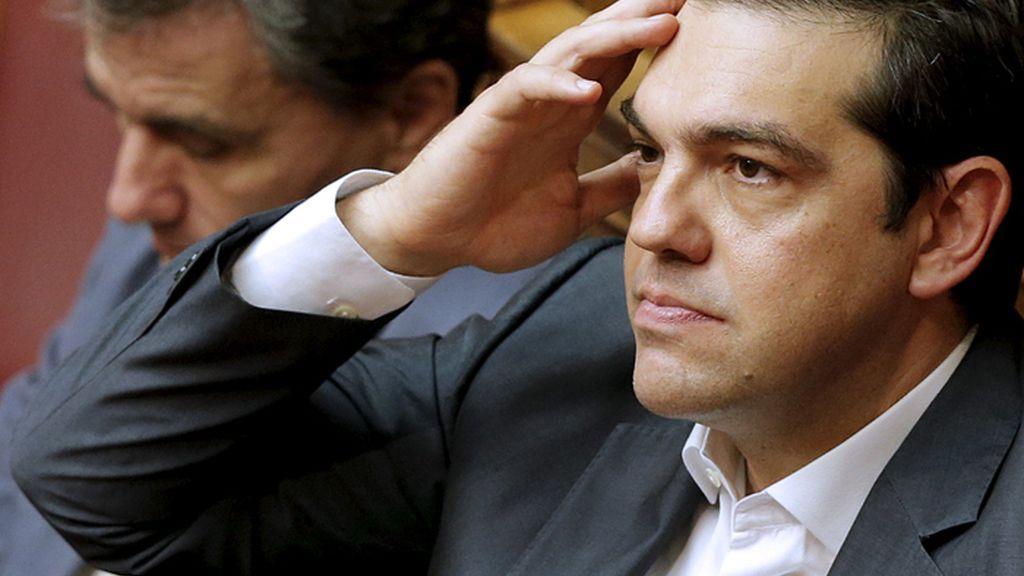 Alexis Tsipras asiste al debate sobre el acuerdo del Eurogrupo