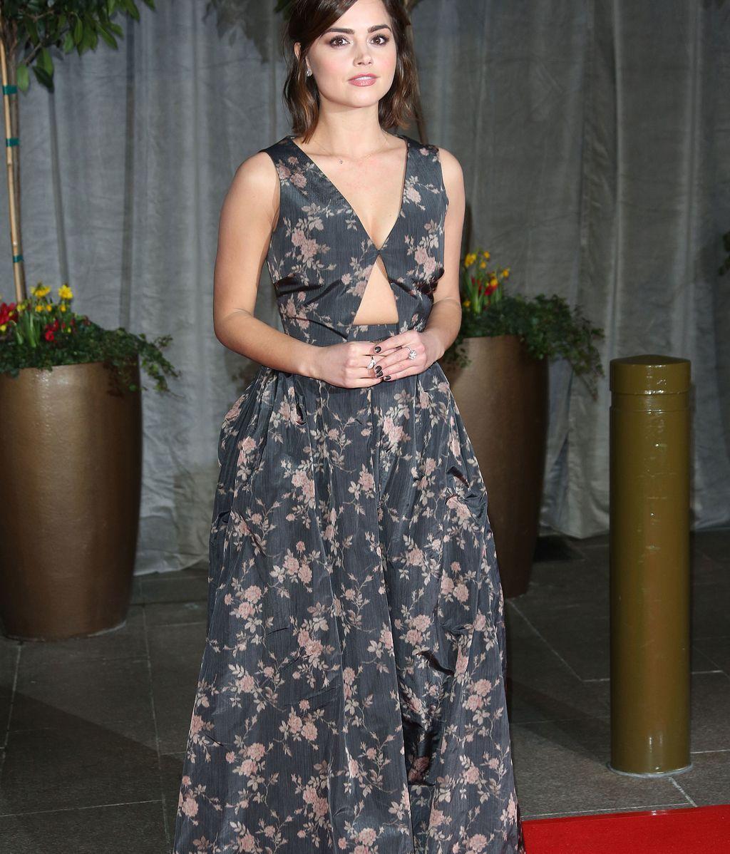 Jenna Coleman vestida de Rochas.