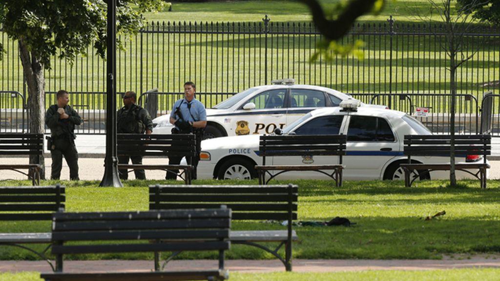 Bloquean los accesos a la Casa Blanca por un tiroteo en los alrededores