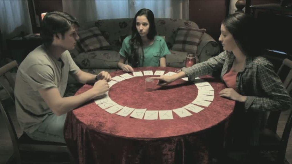 Las chicas obedecieron ciegamente las instrucciones que les dictaba el tablero