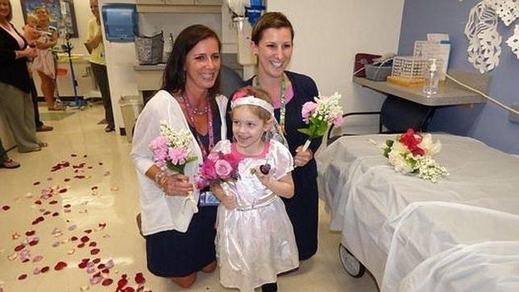 Una pequeña de 4 años contrae matrimonio con su enfermero