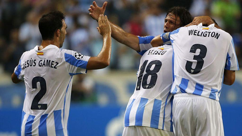 El central portuges del Málaga C.F. Eliseu Pereira Dos Santos, celebra el segundo gol del Málaga ante el Panathinaikos