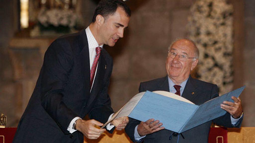 Alfredo Landa ha recibido el premio de manos del Príncipe Felipe. Vídeo: Atlas