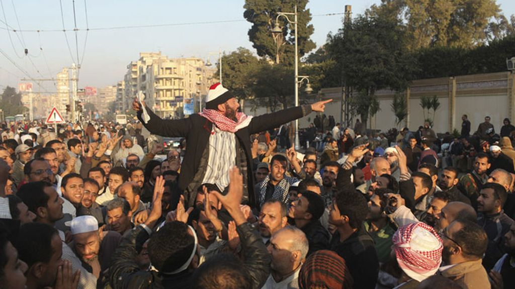 Las protestas contra Morsi llegan a las puertas del palacio residencial
