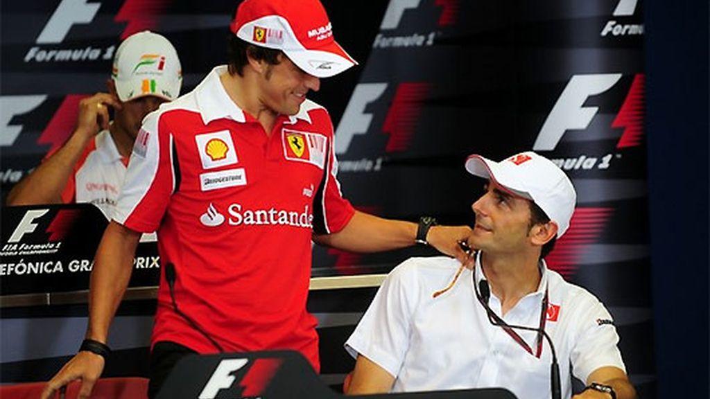 Alonso y De la Rosa, durante el pasado Gran Premio de Europa. FOTO: Archivo.