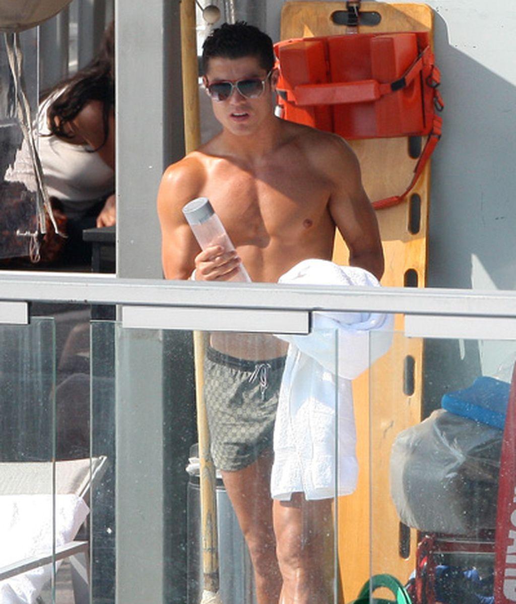 Cristiano Ronaldo, de veraneo con novia y sin bebé