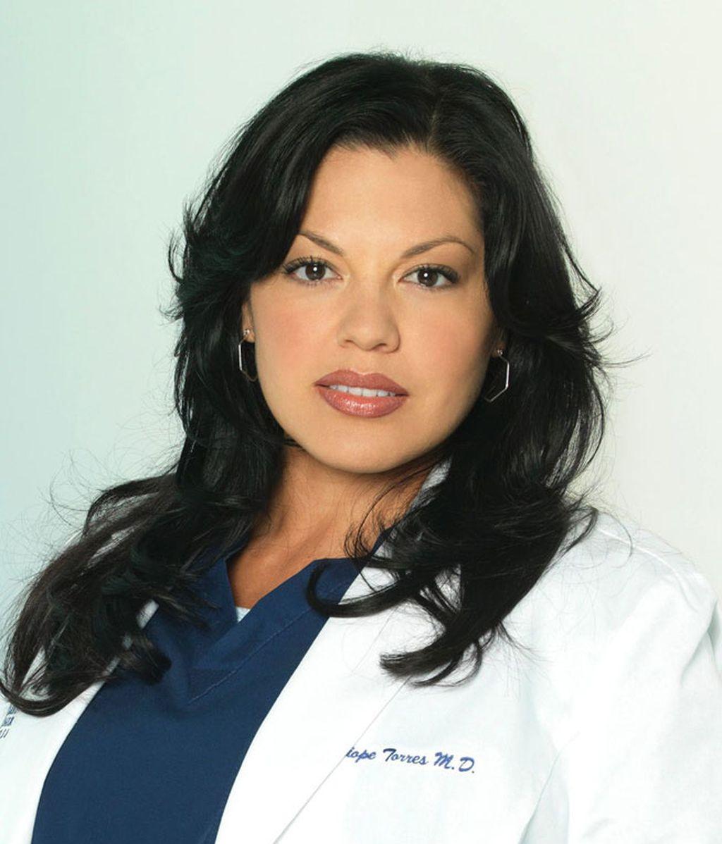 Sara Ramírez es Callie, cirujana ortopédica en el Greace Seattle Memorial Hospital