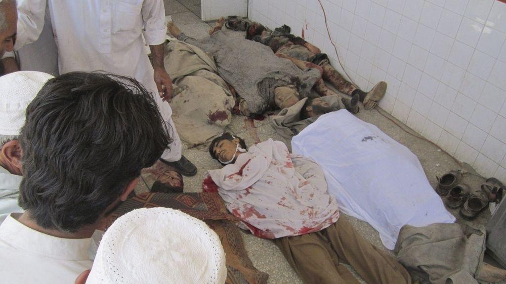 Cuerpos del atentado de Pakistán (EFE)