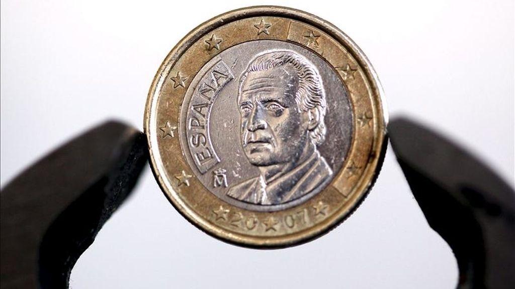 Un moneda de un euro acuñada en España. EFE/Archivo
