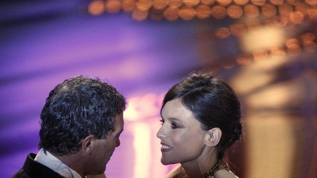 Elena Anaya y Antonio Banderas en los premios Goya 2012