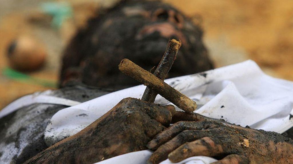 Un sacerdote colombiano exorciza a una mujer