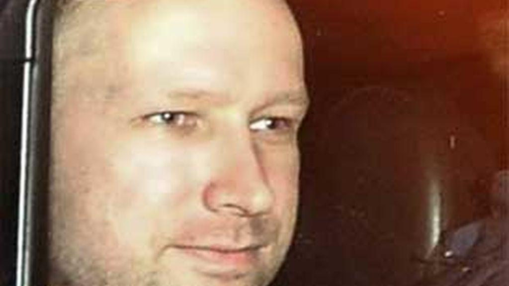"""El juez ha asegurado que el asesino de Noruega actuó con el apoyo de """"otras dos células organizadas"""" y ha ordenado su detención por un periodo de ocho semanas. FOTO: Reuters"""