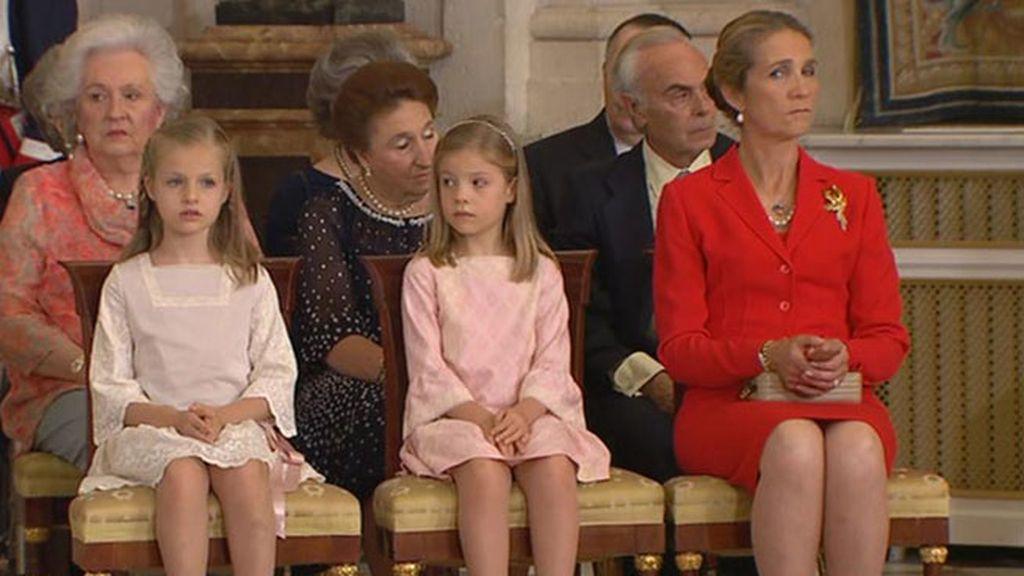 La infanta Elena, de rojo y junto a sus sobrinas