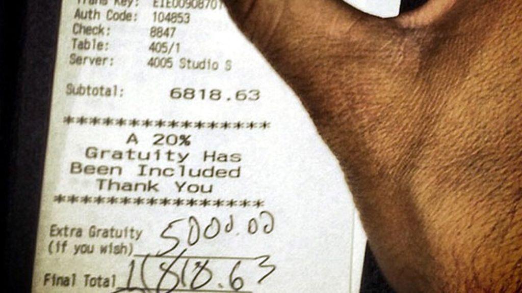 Un cliente generoso deja miles de dólares en propinas
