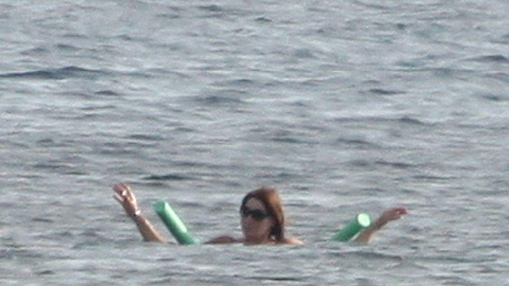 Sarkozy y Bruni, vacaciones en el mar