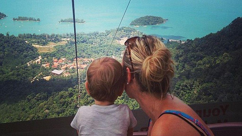 La viajera más pequeña del mundo recorre el globo en 10 meses