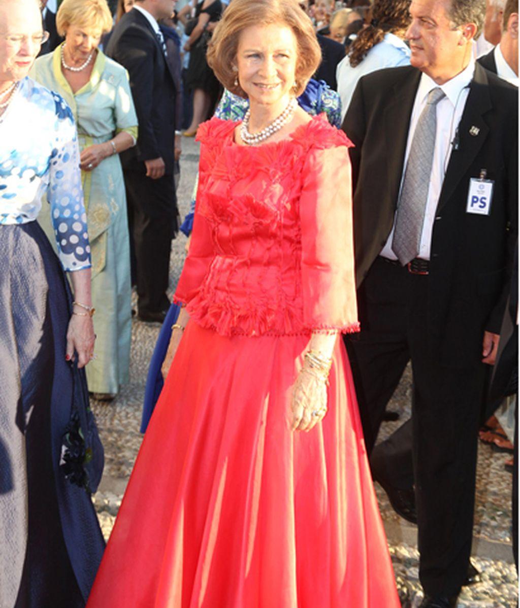 Doña Sofía, de rojo