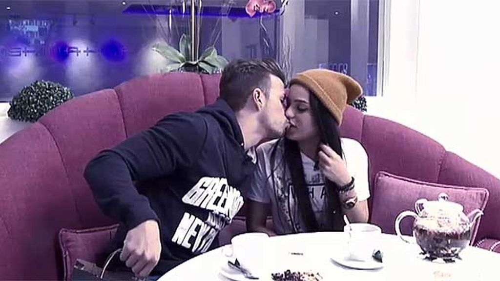 ¡El primer beso de Cristian!