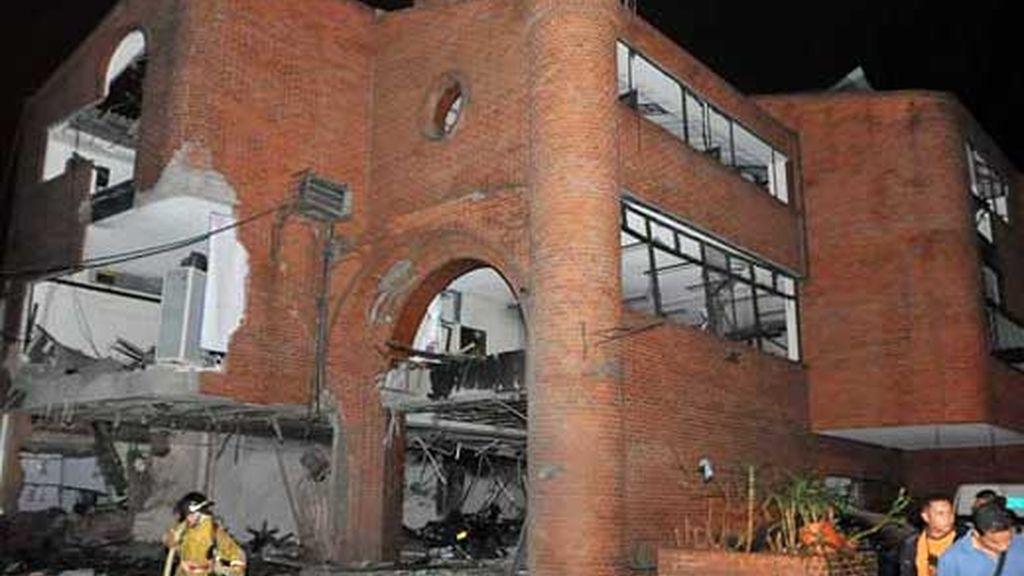 Un atentado con coche bomba contra una comisaría de la ciudad colombiana de Cali ha acabado con la vida de dos personas. Vídeo: ATLAS