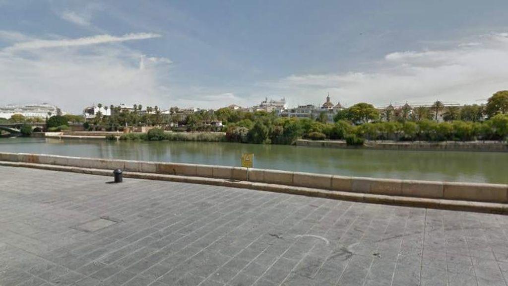 Muere al caer desde un puente cuando intentaba hacerse un 'selfie' en Sevilla