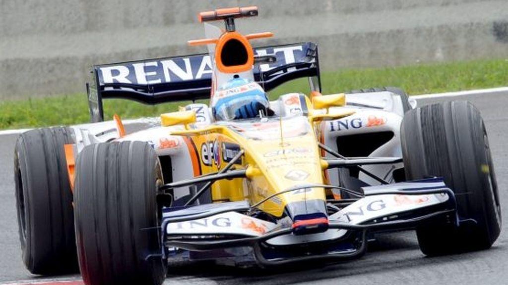 Fernando Alonso, a los mandos del R-28. Foto: EFE