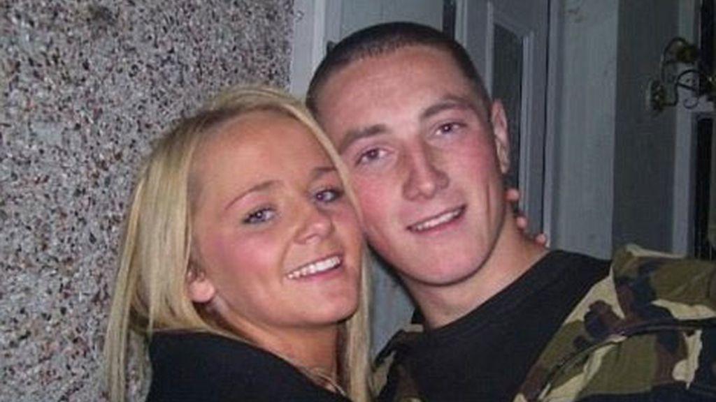 Callum Willcocks, un joven británico adicto a las drogas y al alcohol, acaba con la vida de su novia Kelsey Shaw de 17 años