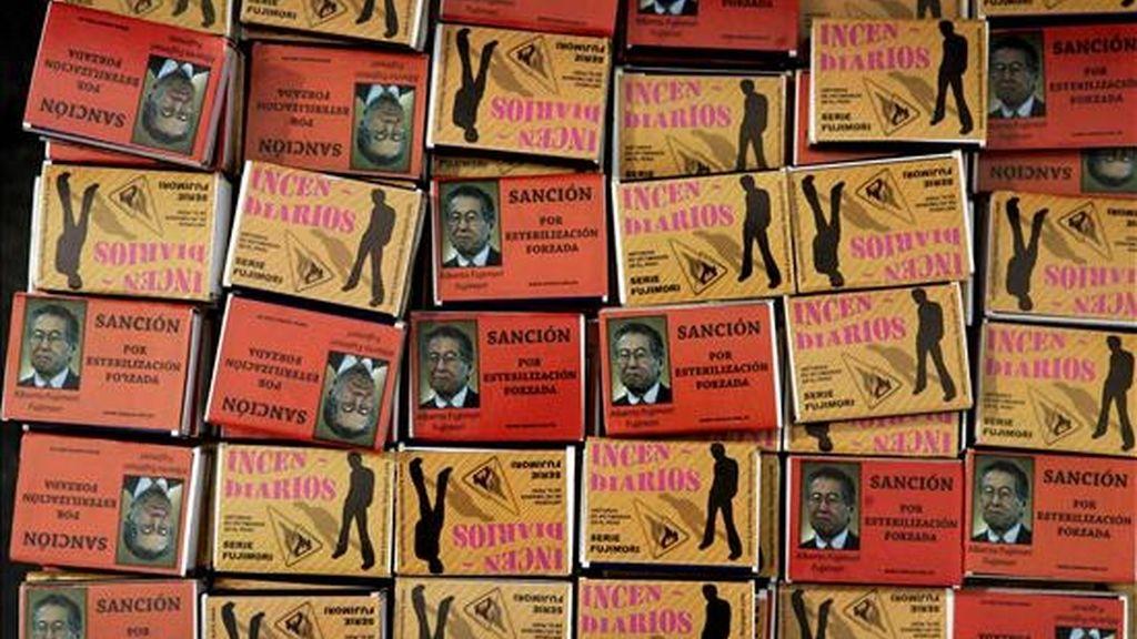 """Detalles de varias cajas de fósforos que hacen parte de la exhibición denominada """"Túnel de la memoria"""", organizada por diversas organizaciones de defensa de los Derechos Humanos hoy en el parque de La Muralla, en el centro de Lima (Perú). EFE"""