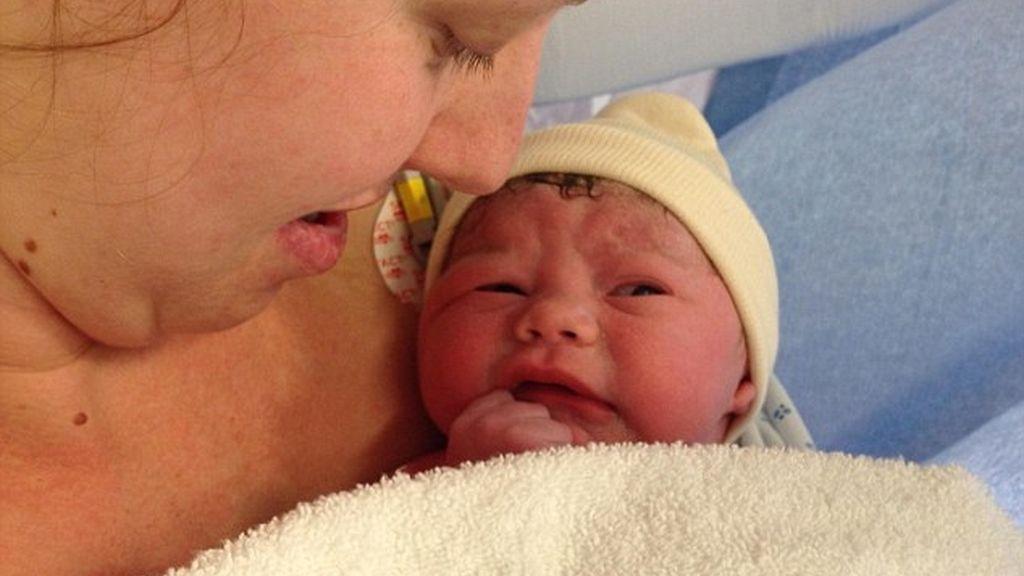 Una pareja de Bristol celebra el nacimiento del bebé que sobrevivió a un aborto