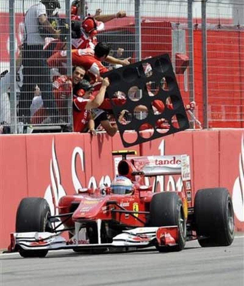 Fernando Alonso y Ferrari han vuelto. Segundo doblete de la 'Scuderia' tras el logrado en Bahrein. Foto: AP