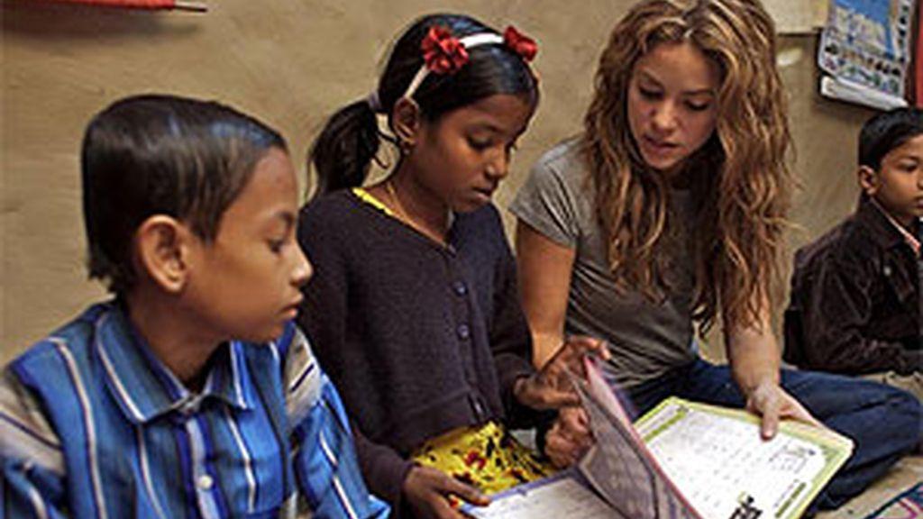 Sharika desarrolla su labor solidaria a través de la Fundación Pies Descalzos. Foto: www.shakira.com