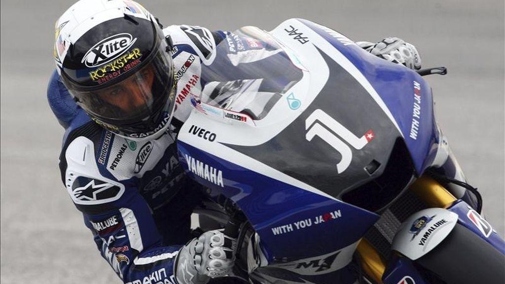 El piloto español Jorge Lorenzo, del equipo Yamaha, durante la tercera sesión libre del Gran Premio de Portugal que se celebra en el circuito de Estoril (Portugal). EFE
