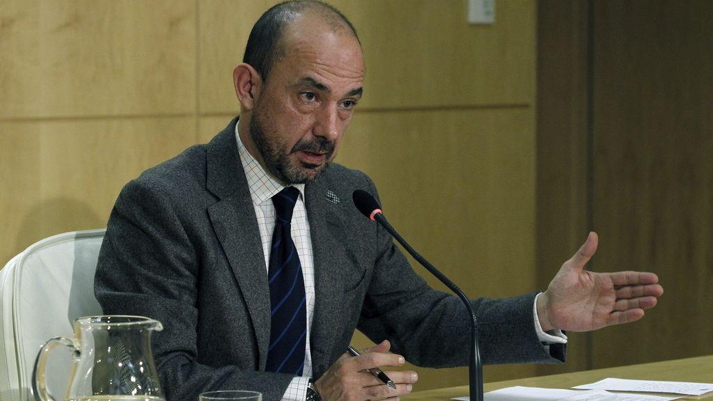 El exvicealcalde de Madrid Miguel Ángel Villanueva, durante la rueda de prensa que ha ofrecido hoy poco después de haber presentado su dimisión de este cargo a la alcaldesa de Madrid, Ana Botella