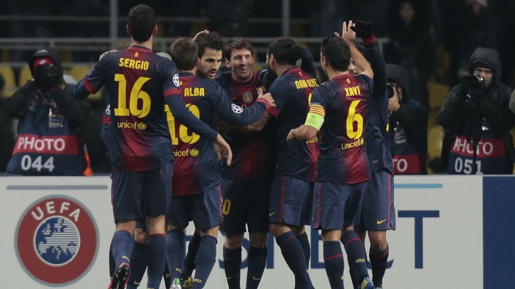 Messi celebra su segundo gol ante el Spartak Moscú con sus compañeros