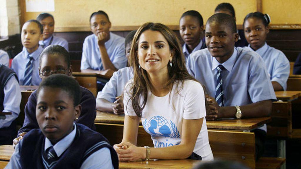 Rania en una escuela de Soweto