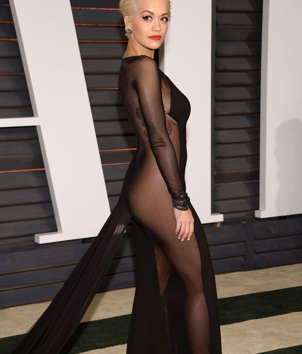 Rita Ora también apareció con transparencias