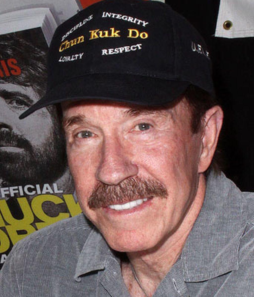 Chuck Norris = Carlos Ray