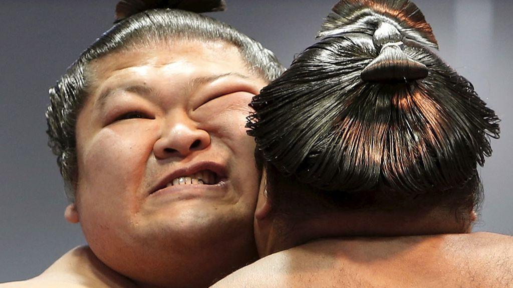 Luchadores de sumo muestran sus habilidades en Tokio (19/04/2016)